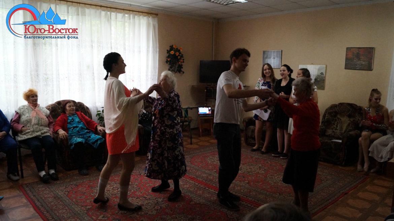 Поездка в дом престарелых города Донецка